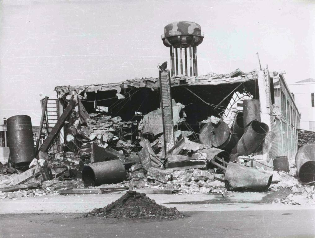 1944_ Innocenti factory after war bombing_2