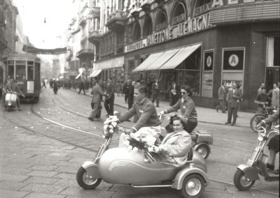 1949 Wedding ride in Lambretta in Milano01