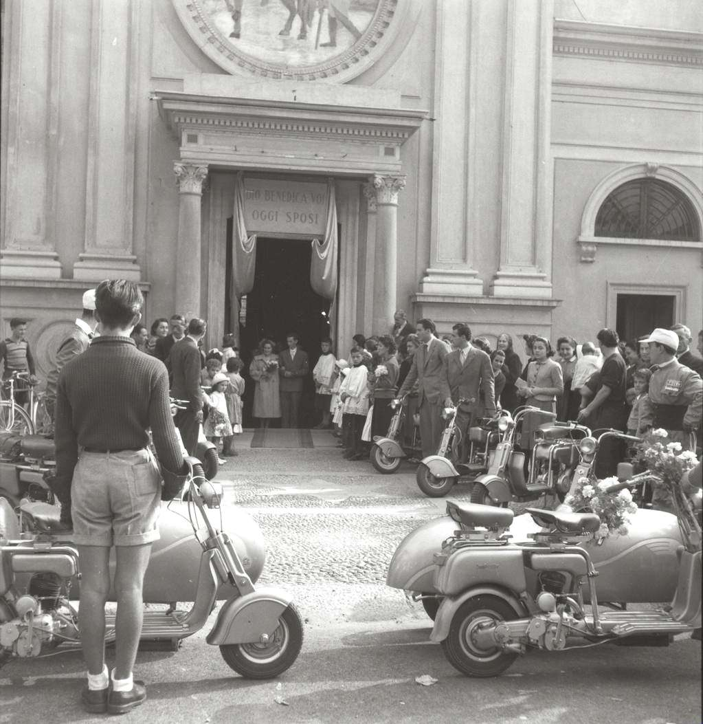 1949 Wedding ride in Lambretta in Milano02