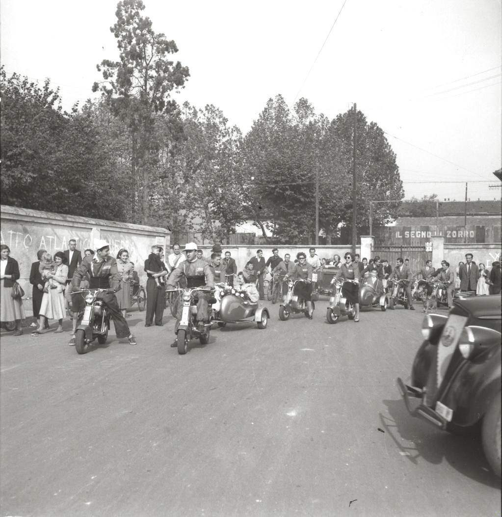 1949 Wedding ride in Lambretta in Milano05