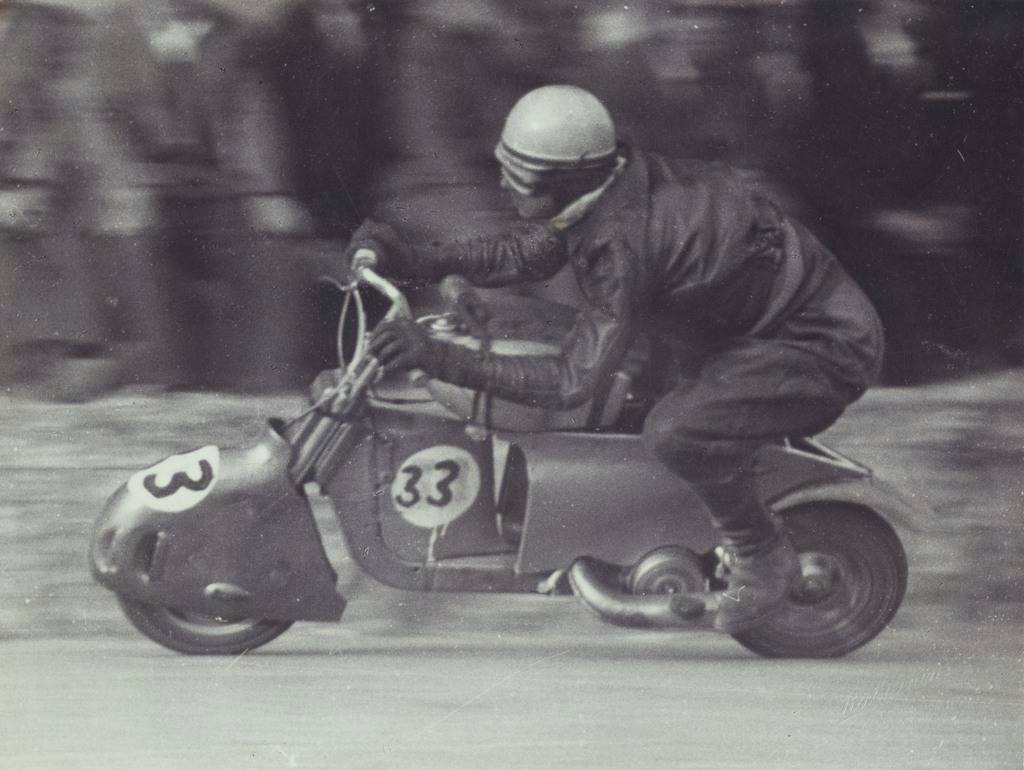 1949_The pilot Tamasia rides in the Alessandria circuit in Piamonte-0000