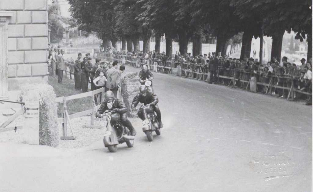 1949_The pilot Tamasia rides in the Alessandria circuit in Piamonte-0001.jpg