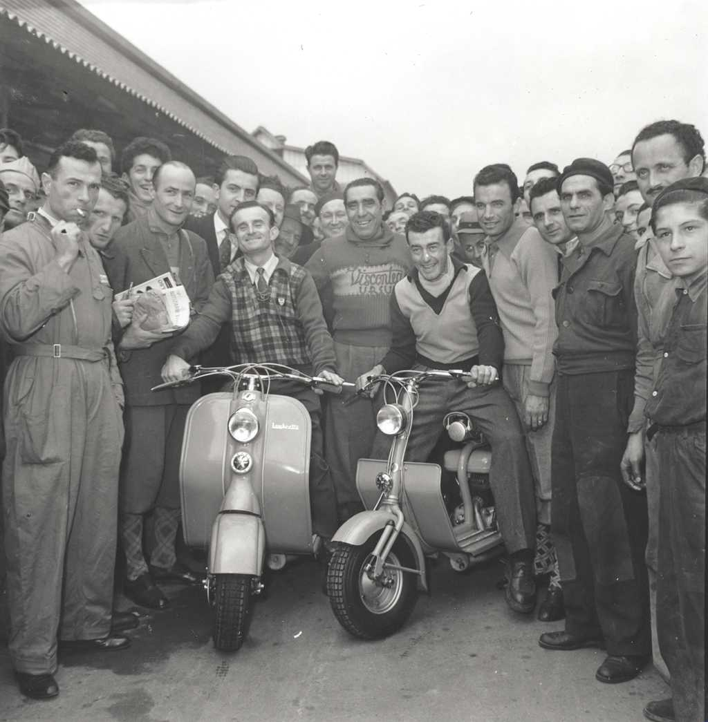 1950 Cycling champions Robet and Robic at Innocenti's factory 1