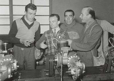 1950 Cycling champions Robet and Robic at Innocenti's factory 2