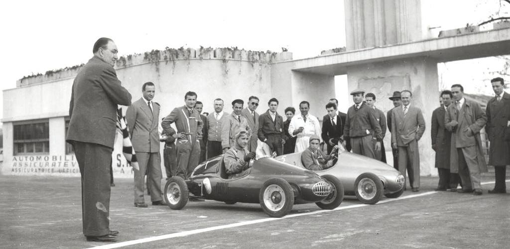1950_First race of go-karts fitted with 125CC Lambretta engines in Monza-0001 copia