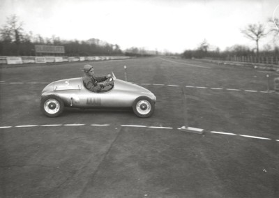 1950_First race of go-karts fitted with 125CC Lambretta engines in Monza-0002