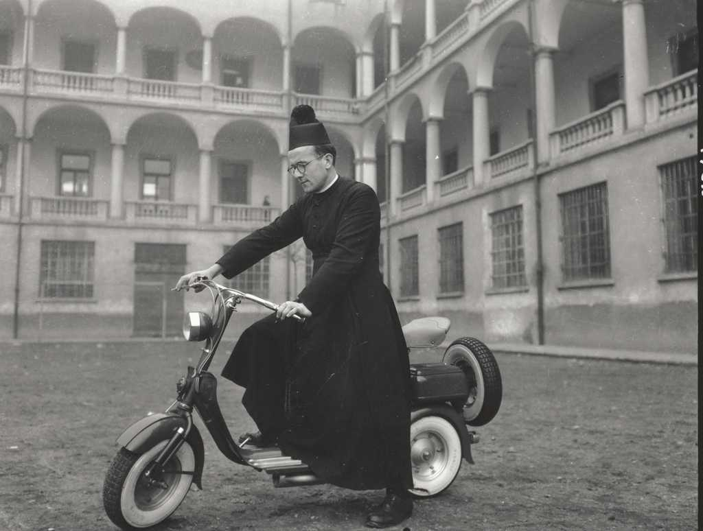 1950_Priest in Lambretta 125 C-LC preserie-0000