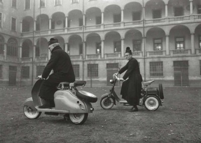 1950_Priest in Lambretta 125 C-LC preserie-0002