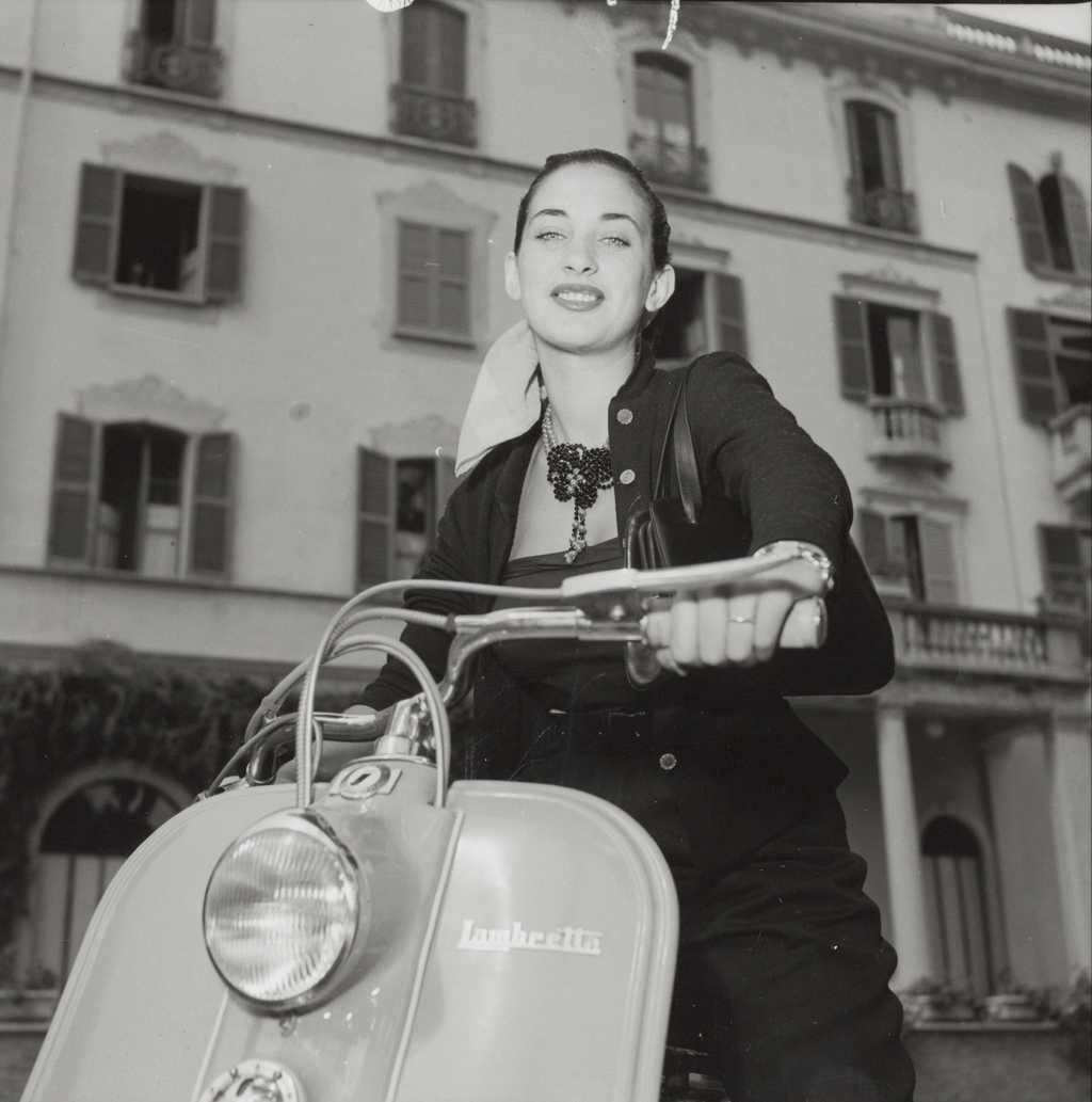 1951 Miss Lambretta Liliana Spagno with a 125 LC