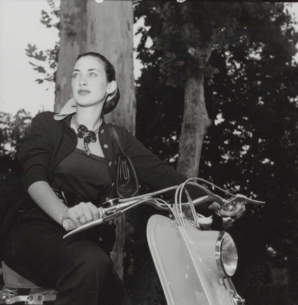 1951 Miss Lambretta Liliana Spagno with a 125 LC_