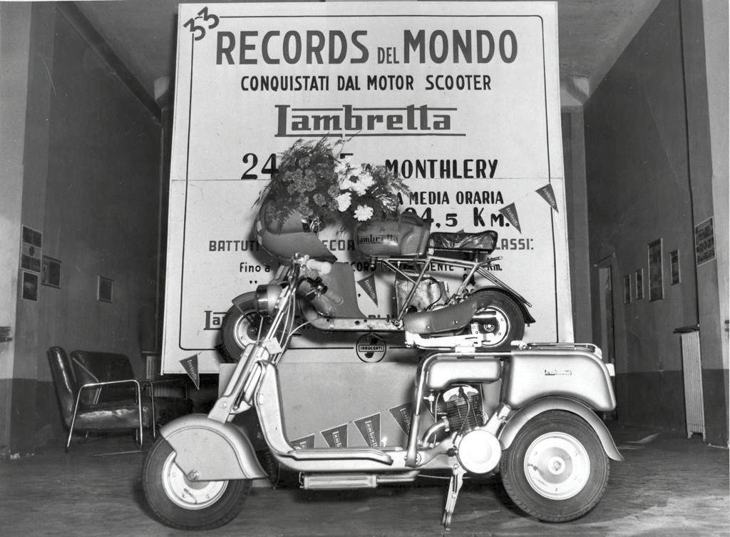 1951 The record Lambretta 125CC class in the Minetti concessionaire in Milan 0
