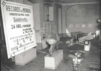 1951 The record Lambretta 125CC class in the Minetti concessionaire in Milan 2
