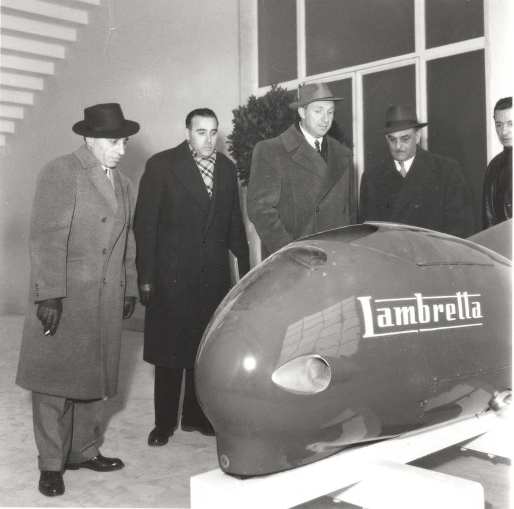 1951_Ingenieurs Pierluigi Torre  and Luigi Innocenti looking at the fish shaped vehicle named Sirulo