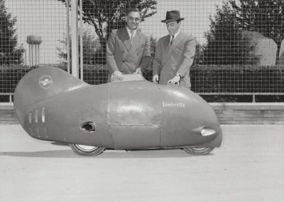 1951_Ingenieurs Pierluigi Torre  and Luigi Innocenti pose with the fish shaped vehicle named Sirulo