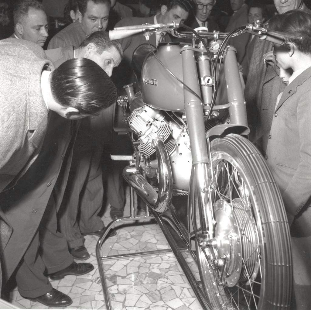 1951_Lambretta 250 in the Milan exhibition -0001
