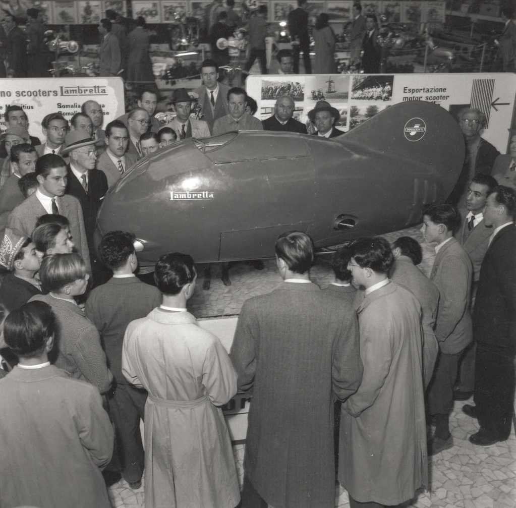 1951_Lambretta in the Milan exhibition. People admiring the fish shaped vehicle named Sirulo