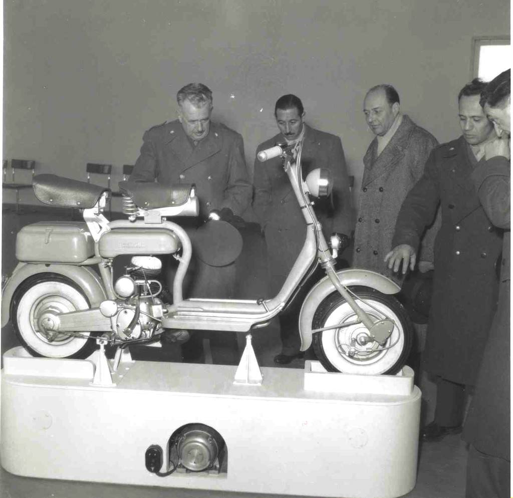 1951_Presentation of Lambretta 125 D_1
