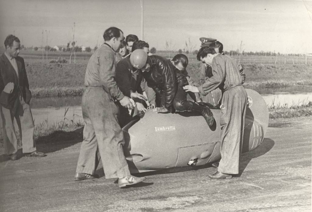 1951_Romolo Ferri record test at Appia Nuova in Rome in the Sirulo