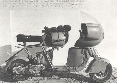 1951_Romolo Ferri sets a world speed record with the Lambretta 125CC class_10