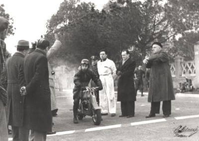 1951_Romolo Ferri sets a world speed record with the Lambretta 125CC class_2