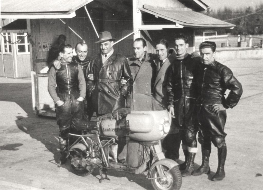 1951_Romolo Ferri sets a world speed record with the Lambretta 125CC class_4