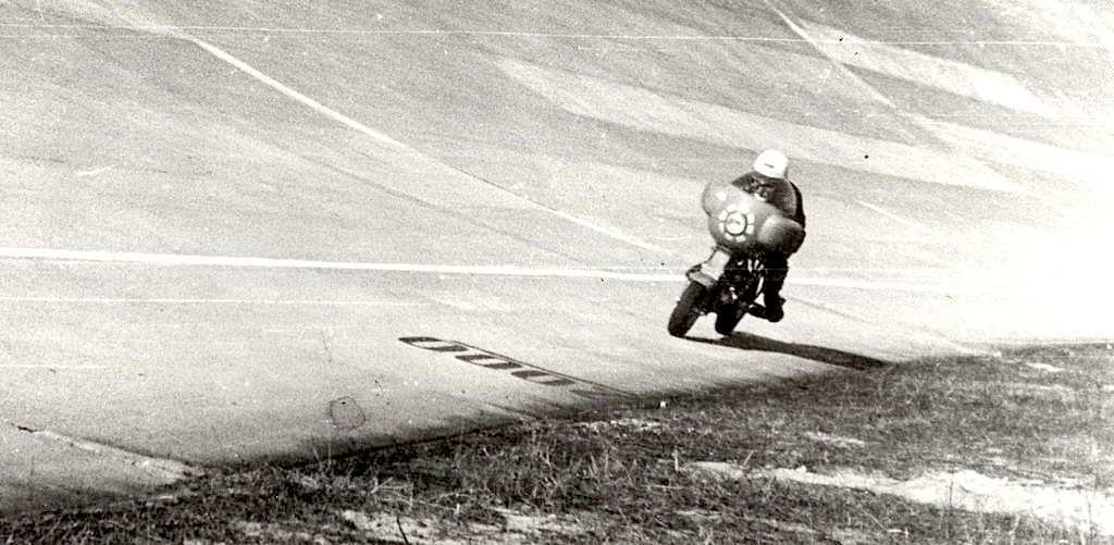 1951_Romolo Ferri sets a world speed record with the Lambretta 125CC class_7 copia