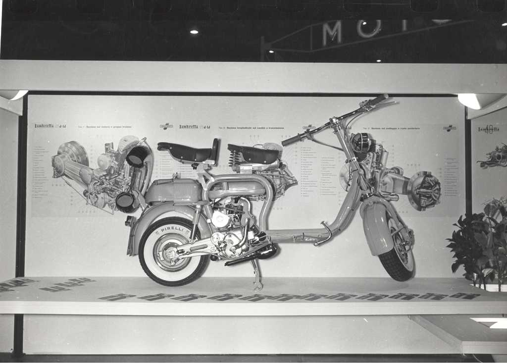 1957_Lambretta in the Milan exhibition 03