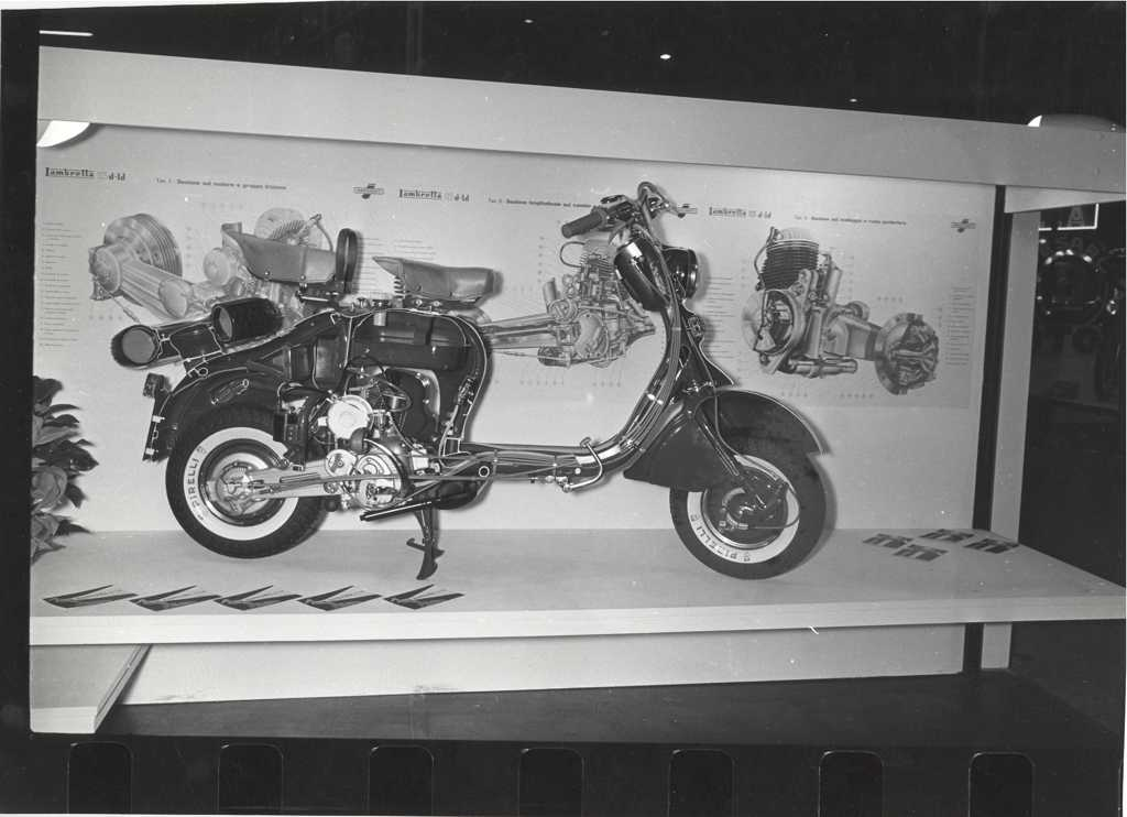 1957_Lambretta in the Milan exhibition 04