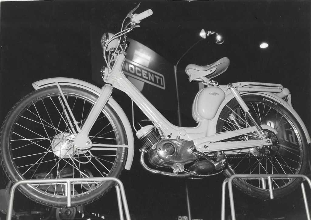1957_Lambretta in the Milan exhibition 05