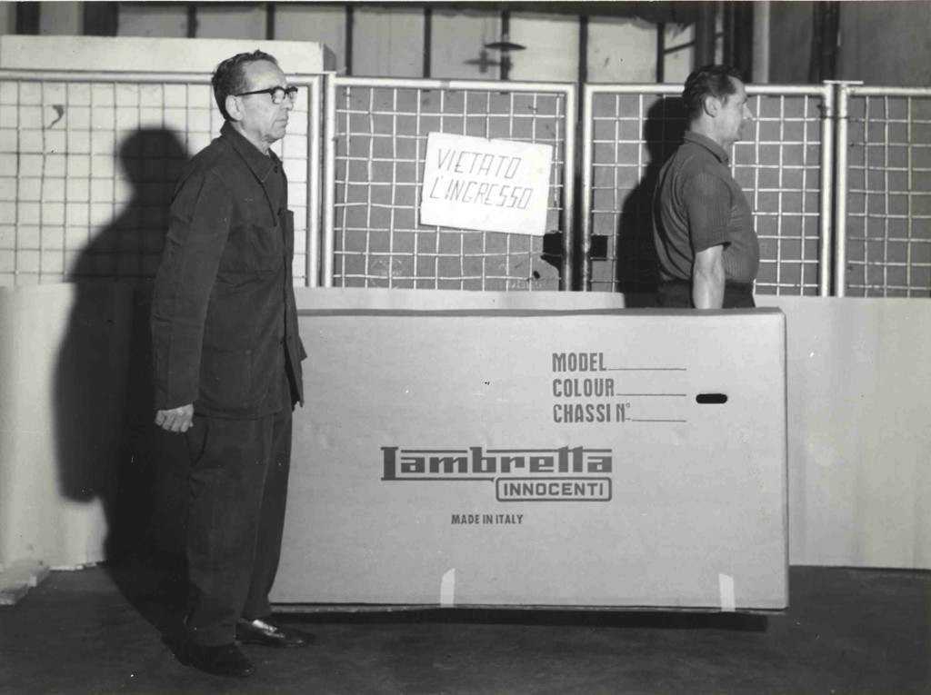 1968_Lambrettas cardboard box for expetidion of Lambretta LUI 50