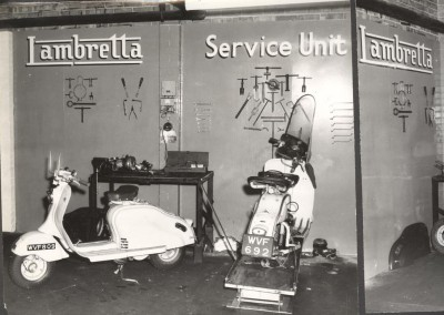 _Repair shop Lambretta in England