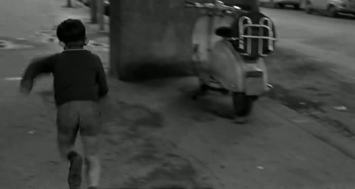 1957 Lambretta 125 in Le bambole, Movie, 1965