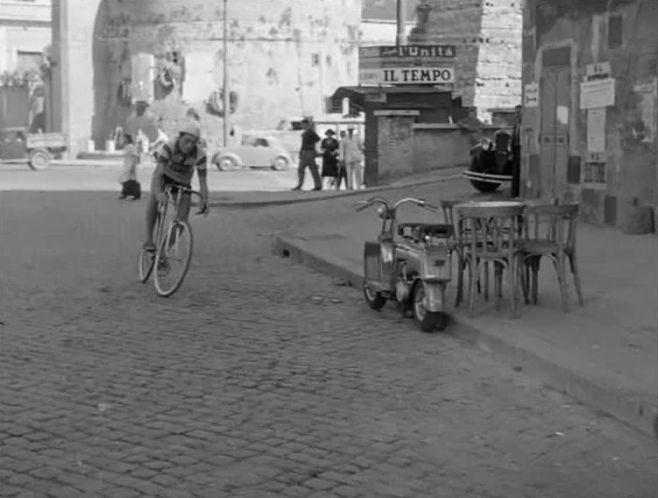 1949 Lambretta B in Domenica d'agosto, Movie, 1950